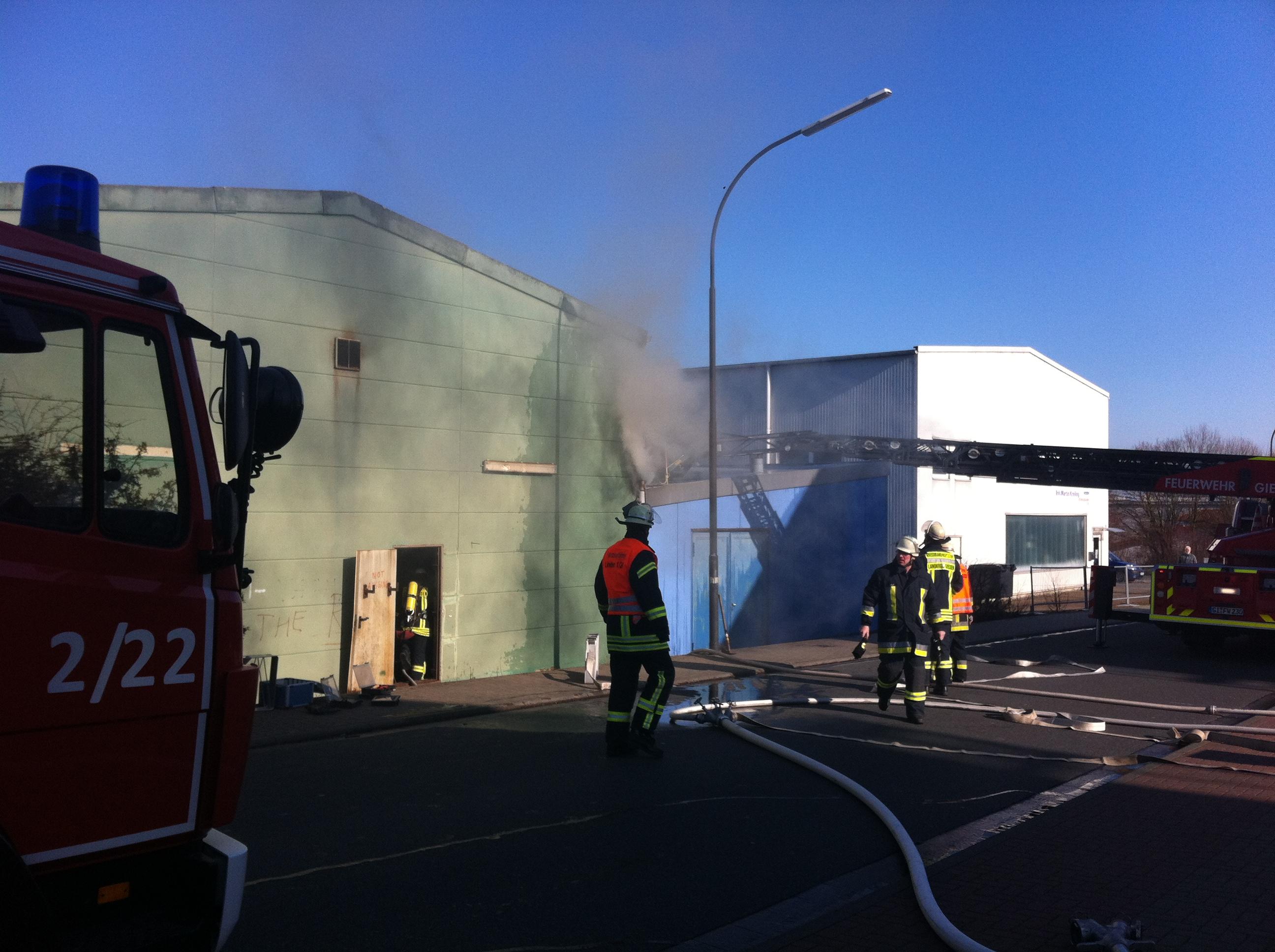 Sehr starke Rauch drang aus dem Gebäude