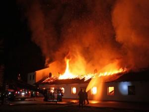 Die Fertigungshalle brannte in voller Ausdehnung. FOTO: Giessener Allgemeine