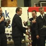 Michael Weber, KFV Gießen, und der stellv. Stabi Holger Merle übergaben die Pokale.