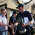 Bürgermeister Jörg König litt mit den Wettkämpfern, die bei hochsommerlichen Temperaturen in voller Montur den Wettkampf absolvieren mussten.